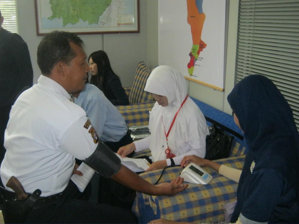 KEGIATAN DONOR DARAH BERSAMA PMI KAPUAS DAN BANK MANDIRI DALAM MENYAMBUT HARI RELAWAN     (2/4)
