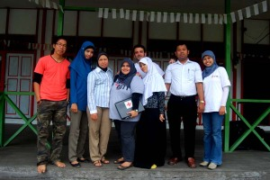 Foto Bersama Depan Markas PMI Kabupaten Kapuas