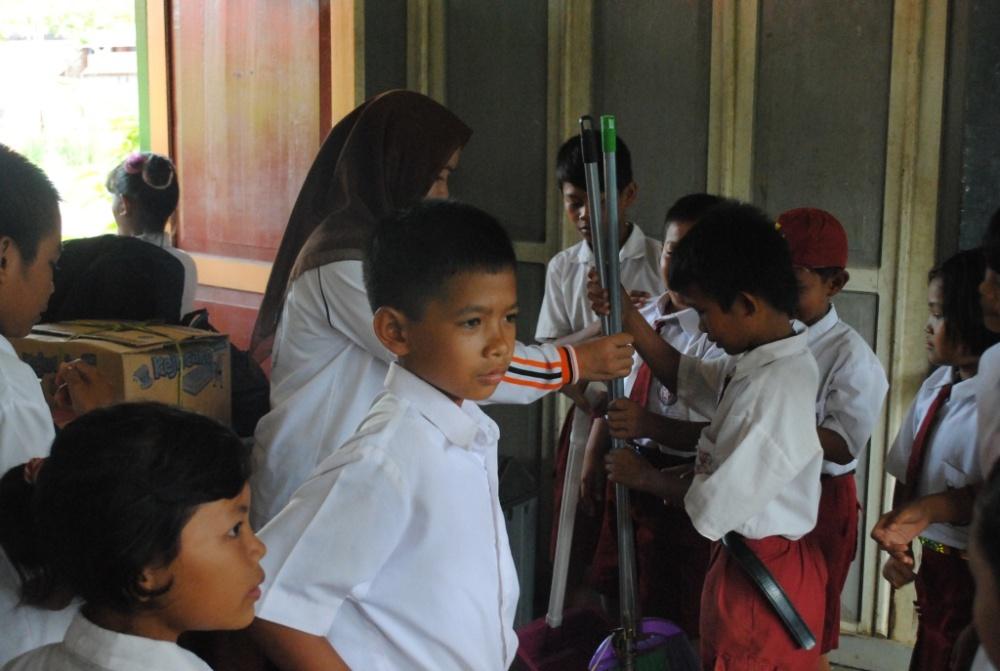 Kegiatan Sekolah Sehat di SDN 1 Pulau Kupang (5/6)