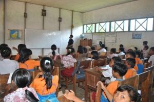 para murid memperhatikan materi yang diberikan