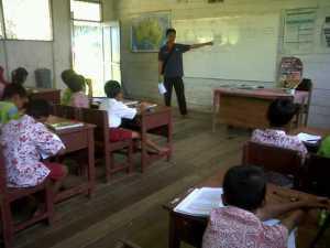 relawan cabang menjelaskan tentang gizi seimbang