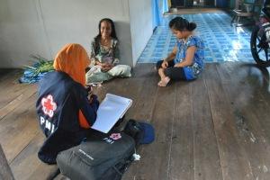 enumerator saat mewawancarai respondent di Pulau Kupang