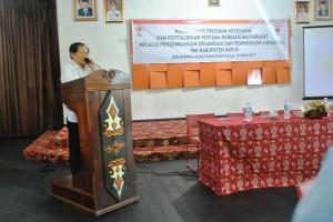 Bapak Rapiudin Hamarun selaku Kepala Markas PMI Pusat