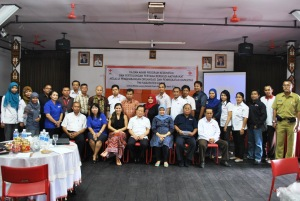Foto bersama SRC, PMI Pusat, PMI Provinsi Kal-Teng, PMI Kota Palangkaraya,  PMI Kab. Bar-Sel, PMI Kab. Kapuas