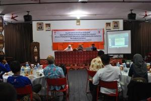 Diskusi antara narasumber dan peserta rapat