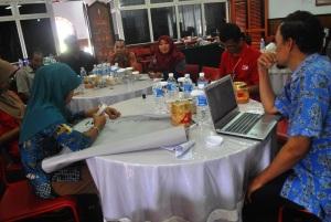 persiapan diskusi dari kelurahan Pulau Kupang