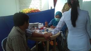 Pemeriksaan awal pendonor (Berat Badan, Tekanan Darah, Hb)