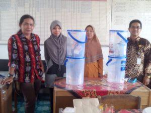 Foto bersama Pak Marjuni, S. Pd, M. Pd(Pengawas Diknas), Pak Teguh (Ketua Dewan Pendidikan Kapuas), dan Ibu Kepsek SDN 1 Dadahup