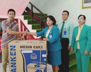 Salah Satu doorprize untuk kegiatan donor darah massal, dari Bank Kalteng