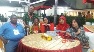 Kontingen Kalteng bersama Kontingen Papua