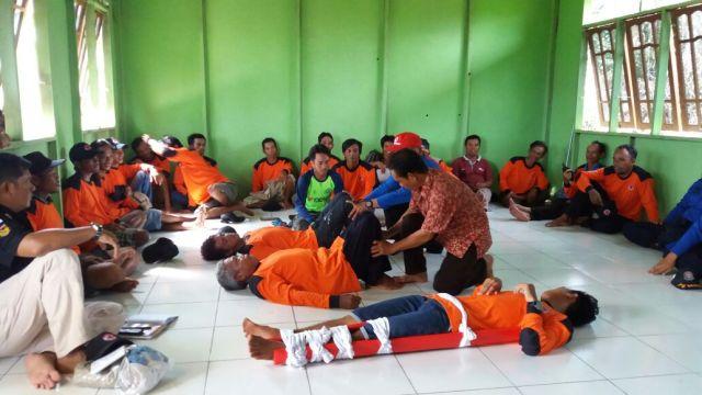 Pemberian Materi seputar evakuasi korban